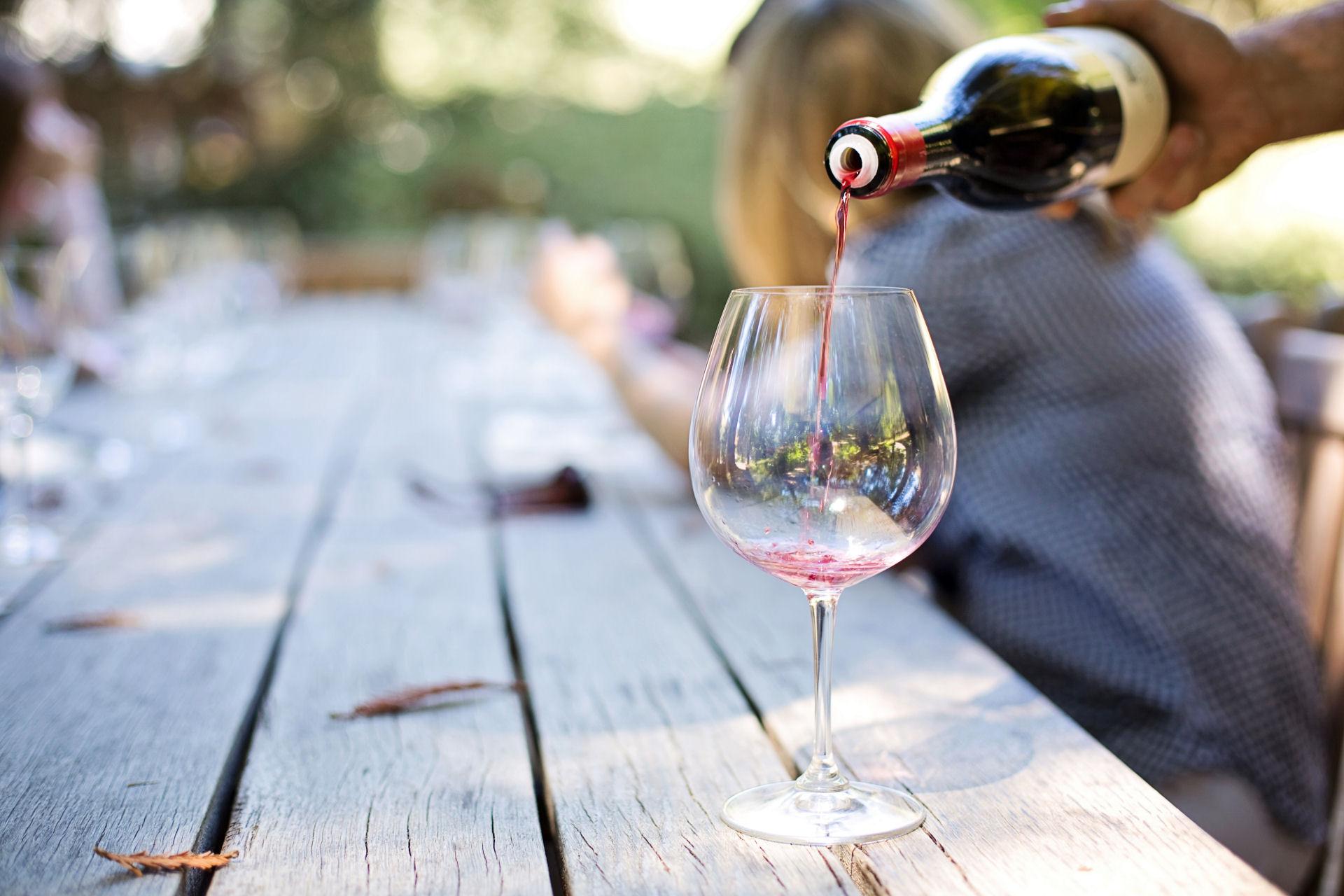 """<p style=""""text-align: left;""""><span style=""""color:rgb(84, 0, 0)""""><strong>ITALSKÁ PERLIVÁ VÍNA</strong></span><br /> Jako jediná vinotéka v Opavě máme v nabídce<br /> italská perlivá stáčená vína!</p>"""